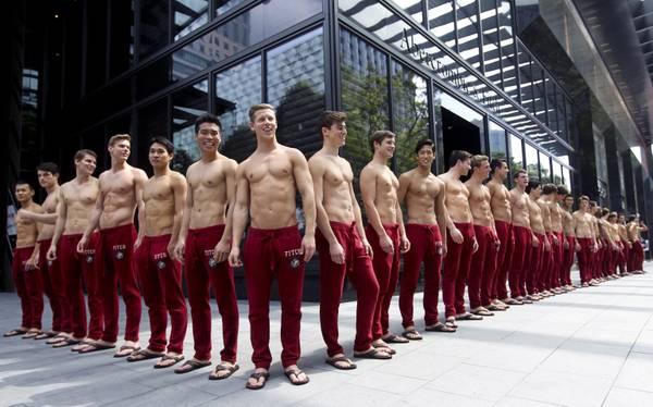 Apre megastore a Singapore: modelli europei per... le clienti