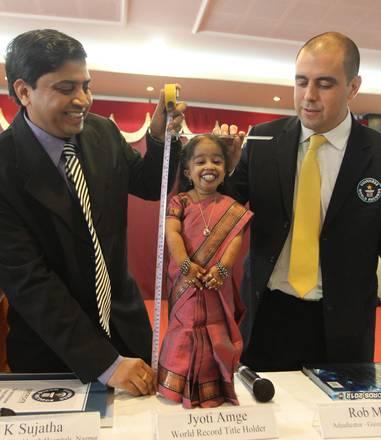 A Nagpur (India), Guinness: 62cm la donna più bassa al mondo