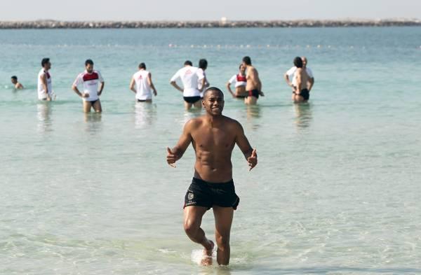 Il Milan e' in ritiro invernale, a Dubai: tutti in acqua!