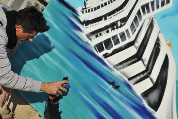 Napoli, su un muro la tragedia. La tela realizzata da Raffo