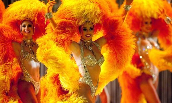 Le ballerine del Moulin Rouge all'Opera Ball di Dresda