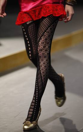 'Hong Kong Fashion Week': quando la calza e'... molto di piu'