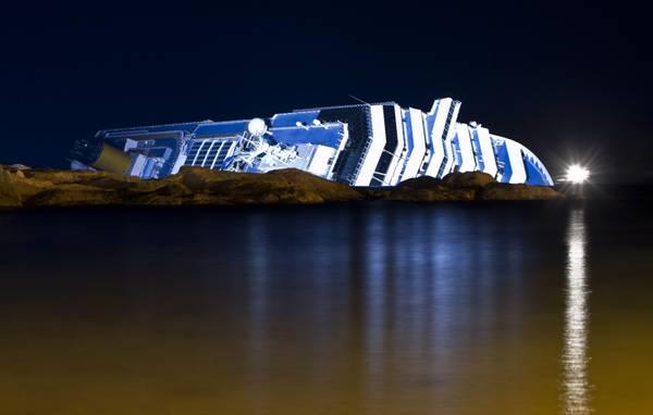 Isola del Giglio, un'altra notte sulla 'Costa Concordia'