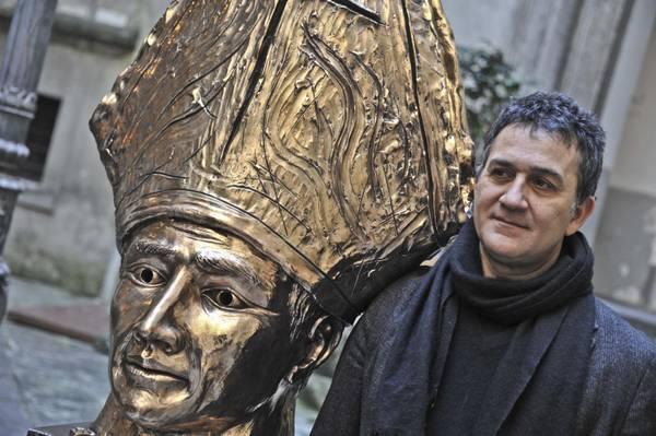 Napoli, busto di San Gennaro dell'artista Lello Esposito