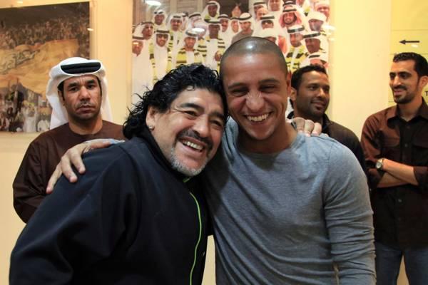 L'ex giocatore del Real Madrid, Roberto Carlos incontra Diego Armando Maradona