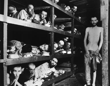 L'interno di un dormitorio del campo di concentramento di Buchenwald