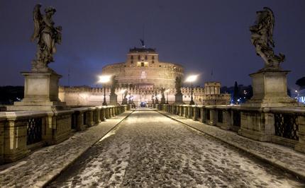 ROMA: Castel Sant'Angelo imbiancato