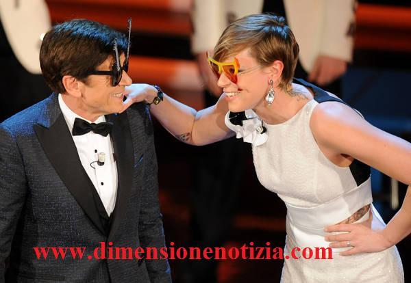 Federica Pellegrini balla con Morandi
