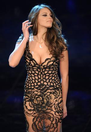 Per la serata finale Ivana sceglie il nude look. Abito lungo per la modella ceca totalmente traspare