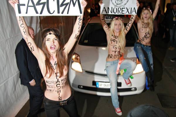A seno nudo contro il mondo della moda a Milano