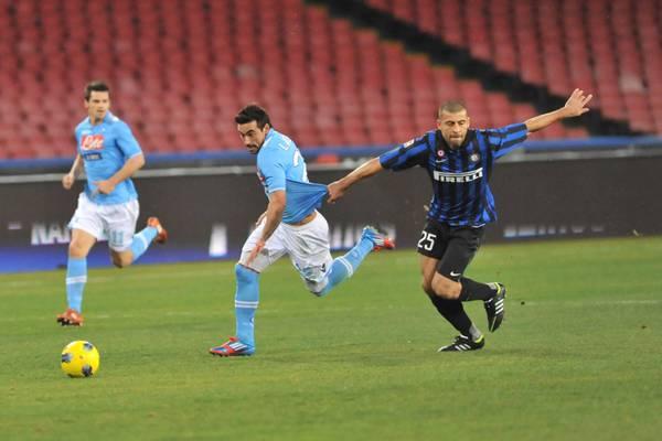 Napoli-Inter: Lavezzi-show, e nerazzurri in difficoltà