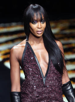 Naomi Campbell sfila per Roberto Cavalli