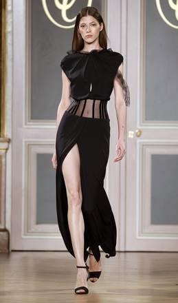 A Parigi, spacchi mozzafiato e minigonne