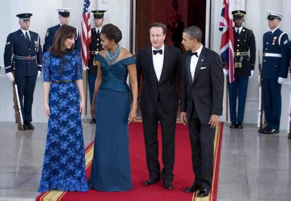First lady, sfida di look- Samantha Cameron sceglie fiori e blu elettrico, Michelle incanta con blu