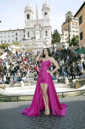 Stefania Bivone, Miss Italia 2011, scende dalla celebre scalinata di Trinita' de' Monti, a Roma