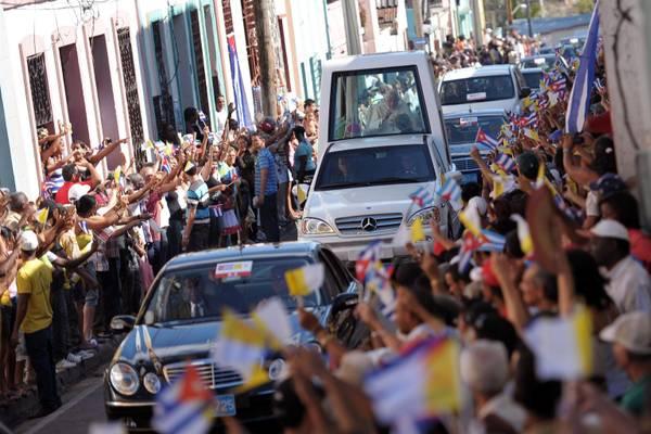 E' un bagno di folla per Benedetto XVI nella comunista Cuba