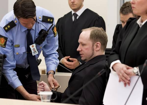 Anders Breivik, sotto processo a Oslo per la strage di Utoya