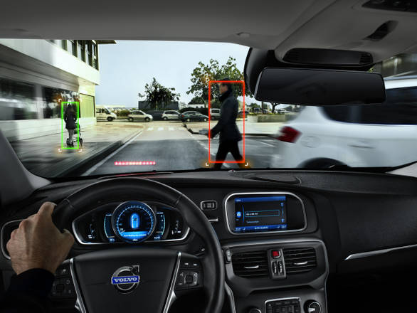 Nuova Volvo V40, 'solide emozioni'. Offre il meglio in tema di sicurezza