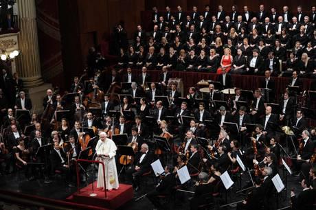 Papa a Milano per il Family 2012 - 'La fede animi la politica'