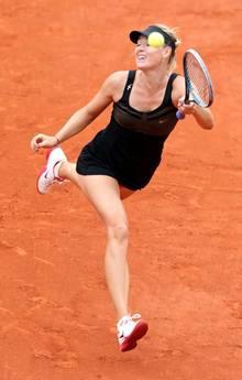 Sharapova, smorfie ed eleganza agli Open di Francia