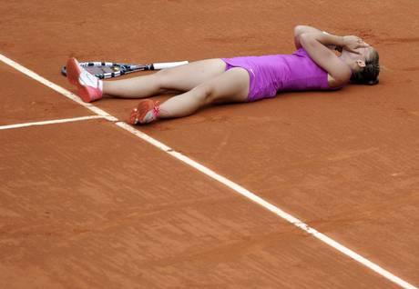 Sara Errani felicissima dopo la vittoria, in finale al Roland Garros