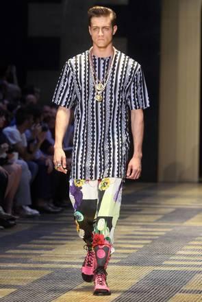 Versace fa sfilare il 'sexy gladiatore' a Milano, la collezione primavera-estate 2013