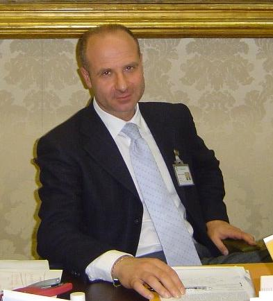 Alessandro Borrelli è stato vice sindaco di Volla con l'ex sindaco Guido Navarra