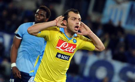 Goran Pandev firma un contratto con il Napoli e sara' legato al club azzurro fino al 2015
