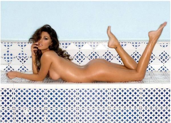 Contratto milionario per foto di Belen nuda su Playboy