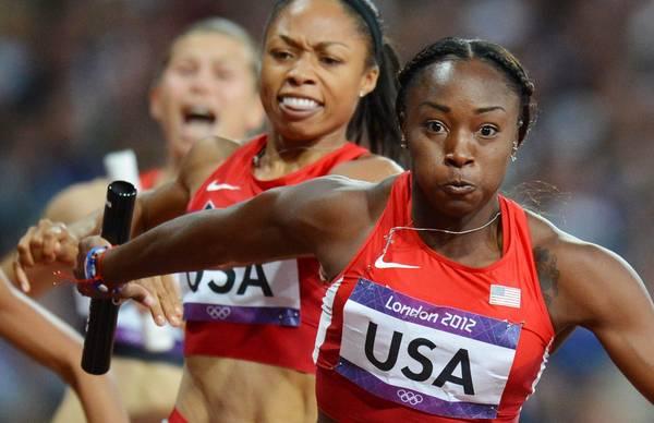 Vola la staffetta Usa: oro e record per 4x100 donne