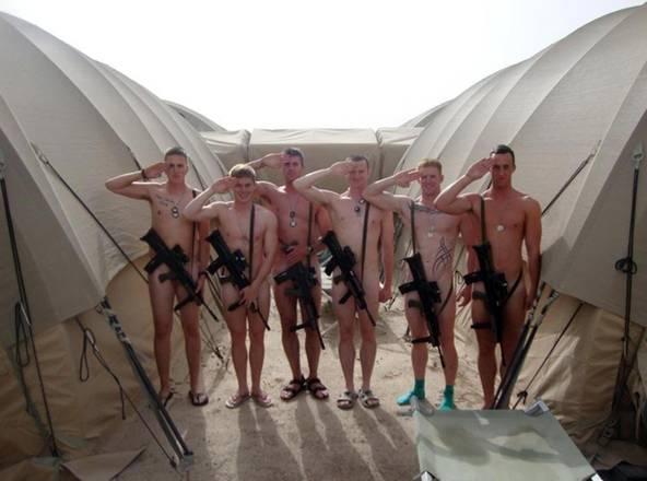 Soldati inglesi nudi per Harry su Fb