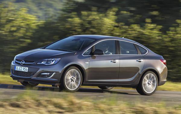 Opel Astra Sedan, piccoli consumi grande abitabilita'