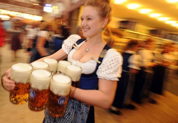 Consumo birra in italia sempre piu' 'rosa'. Ogni italiano beve in media 2-3 bicchieri a settimana