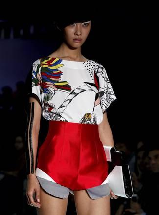 Fashion Week di Minsk una creazione di Svetlana Todorskaya
