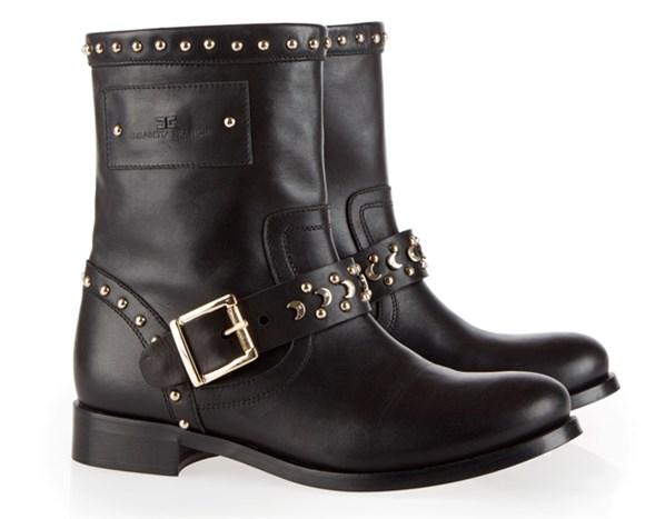 La calzatura borchiata è un must have per l'inverno 2012/13. La parola d'ordine è osare