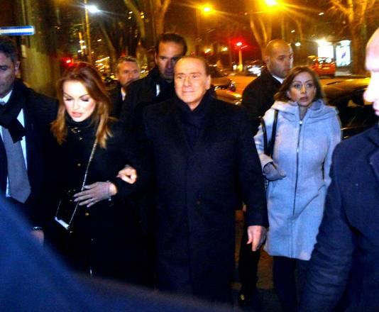 Berlusconi, si' mi sono fidanzato con Francesca a braccetto con lui