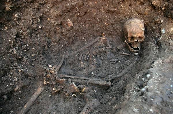Lo scheletro rinvenuto mesi fa in un parcheggio di Leicester e' quello di re Riccardo III