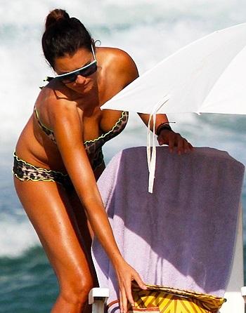 Alena Seredova in bikini in spiaggia a Rio de Janeiro