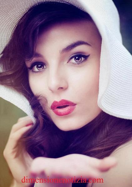 La bellezza è la migliore lettera di raccomandazione, l'uomo usa i soldi la donna il suo corpo