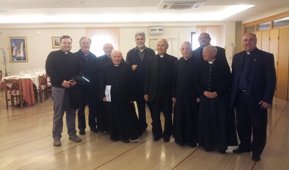 Il vescovo è di Trivento (CB) con i sacerdoti di Agnone a pranzo al ristorante dell'Hotel Sammartino