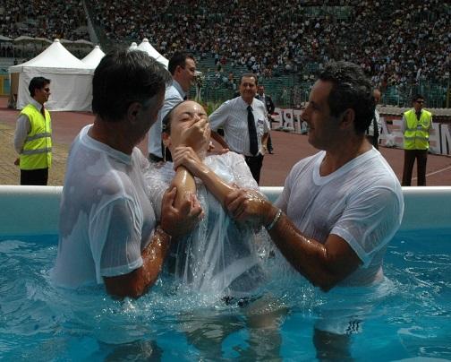 Testimoni di Geova: Il battesimo