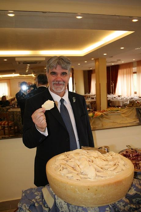 Giuseppe nel suo ristorante dell' Hotel Sammartino