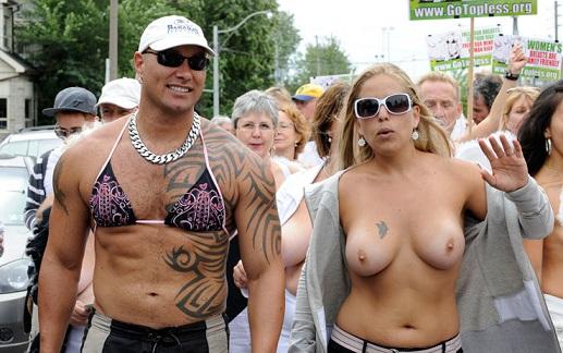 Donne a Seno Nudo. Per battere il cancro