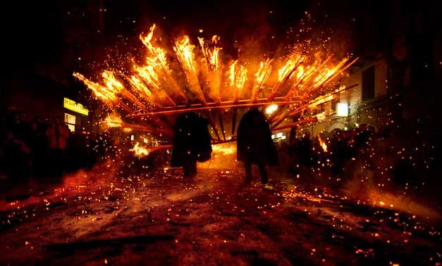 La 'Ndocciata di Agnone (IS) un tradizionale e suggestivo rito del fuoco 08 e 24 dicembre