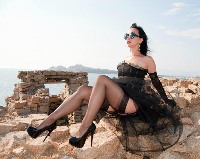 Vi invio alcune foto della mia dolce moglie Antonella, al mare - Pescara
