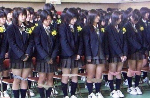 Giappone: Ragazze universitarie che vendono i loro slip, vengono messi sotto vuoto e venduti