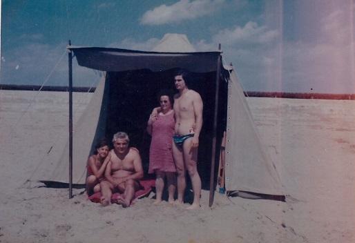 Sa sinistra: Luisa, Vincenzo, Maria, Giuseppe 1976
