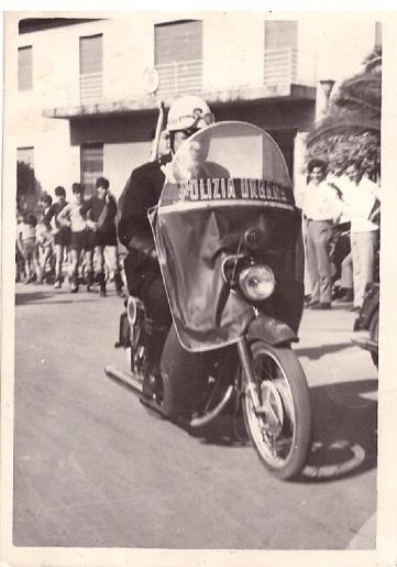 Il comandante dei Vigile durante una manifestazione 1970