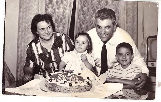 Mamma Maria, Raffaela, Mio padre Vincenzo ed io Giuseppe, giorni felici 1963