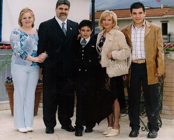 Tutte le famiglie felici si assomigliano fra loro, ogni famiglia infelice è infelice a suo modo